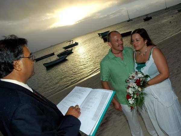 wedding_mauritius_on_the_beach_silver_sunset_ceremony.jpg